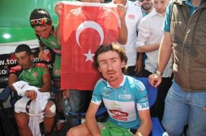 Sayar, antes del subir al podio final / Foto Vuelta Turquía