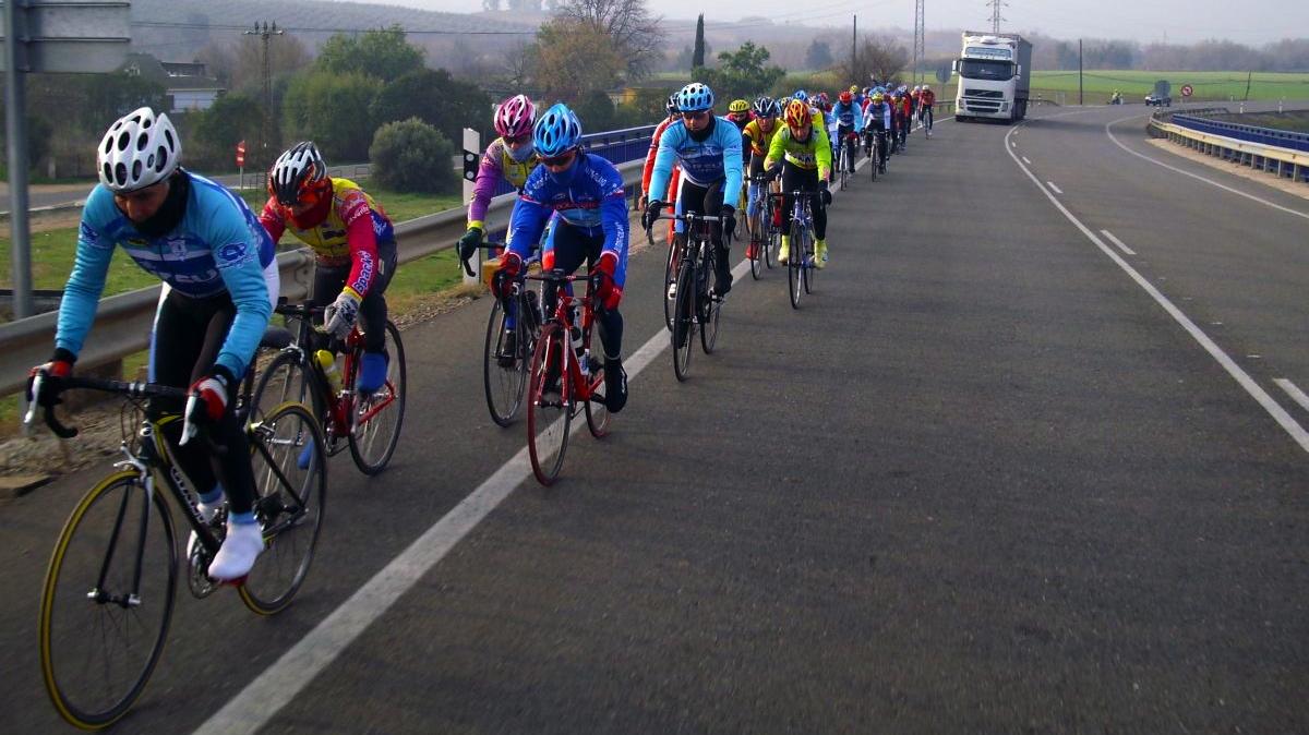 Resultado de imagen de ciclistas camion