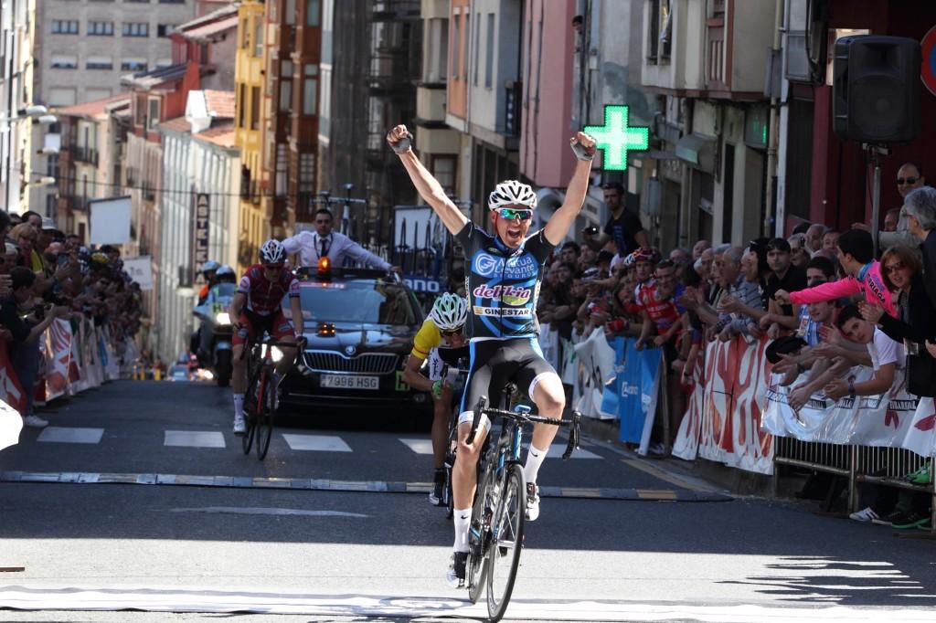 El público que abarrotaba la meta presenció la victoria de Cañada.