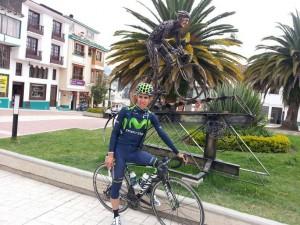Castroviejo ante el monumento a Soler