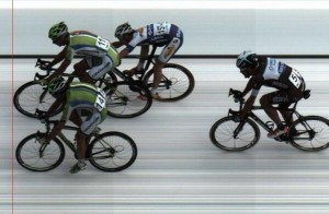 La foto-finish entre Sagan y Gatto @ twitter