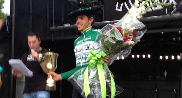 Miguel Ángel Benito, del Caja Rural-Seguros RGA, en el podio de Muxika.