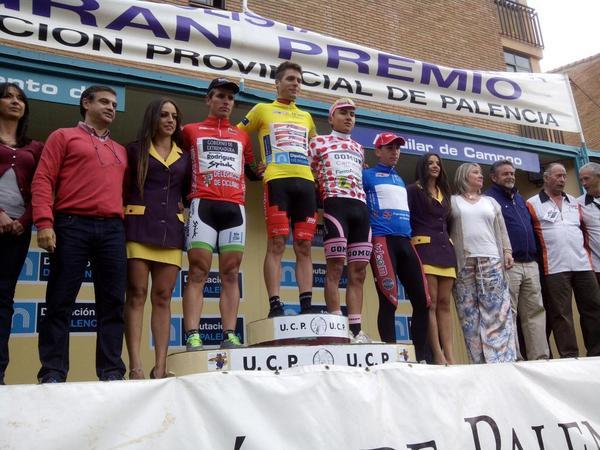 Podio general de la Vuelta a Palencia tras la primera etapa.