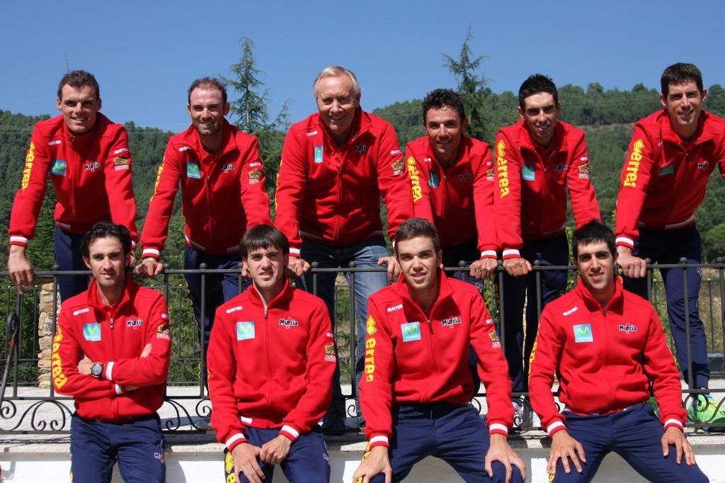 Los nueve integrantes y Mínguez © RFEC