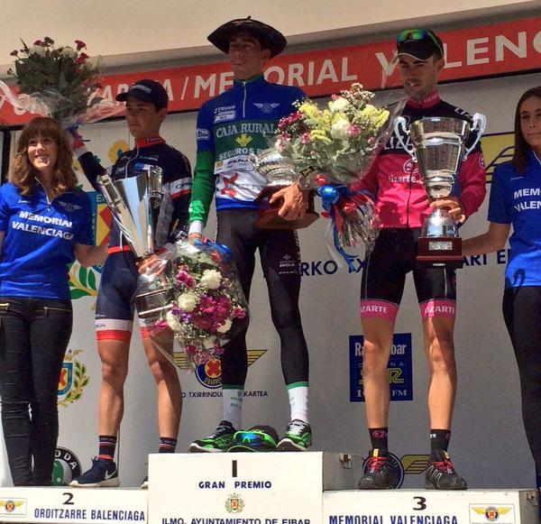 Los tres primeros, en el podio final de Eibar