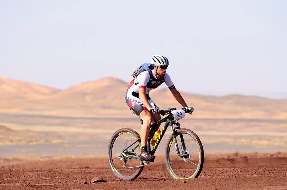 Enrique Morcillo ocupa finalmente el tercer puesto en la general final de la Titan Desert 2015.