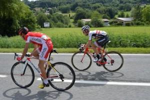Navarro, izquierda, con el GPS bajo el sillín en el Dauphiné © ASO