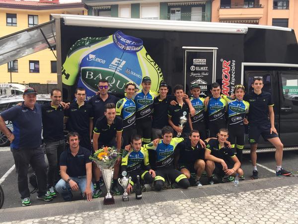 Baqué celebra su victoria individual y por equipos en Antzuola © Baqué-Campos