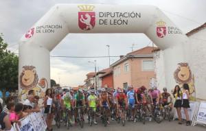 Salida de la 1ª etapa © leonnoticias.com
