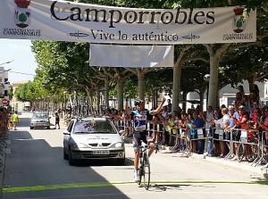 Antonio Barbero, cruzando la meta.