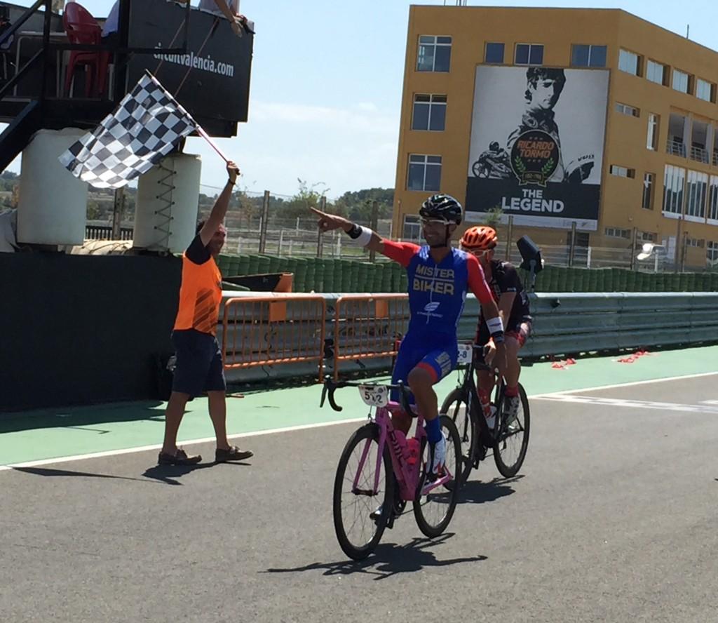 Javier Benítez, del equipo Desafío Titánico Mr Biker 1, vencedor en la clasificación absoluta