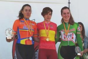 Podio femenino con Calderón entre Ripoll y Leonet © RFEC