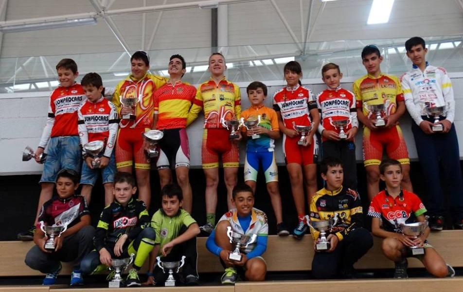 Podio final con los campeones de la Copa Castilla y León de escuelas ruta 2015 © FCCL