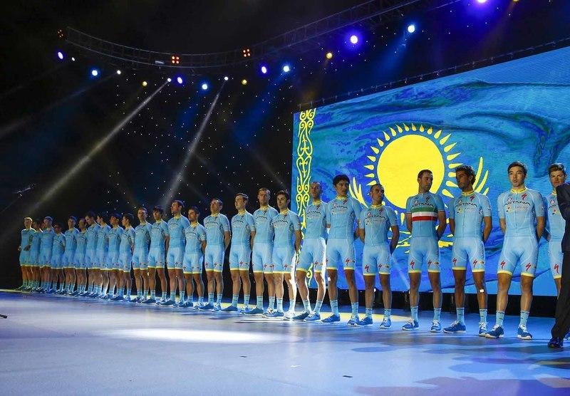 El Astana en la presentación en Kazajistán © Bettini