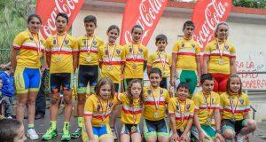 Podio con todos los campeones de Juegos Escolares de Cantabria 2016 © FCC