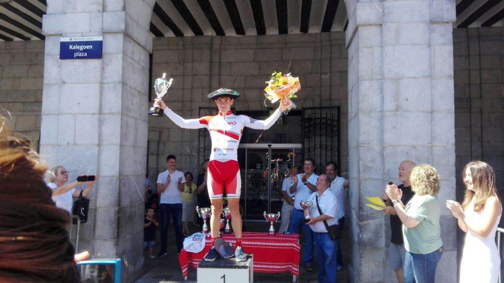 Julen Irizar, en el podio de Elgoibar © @Orbea