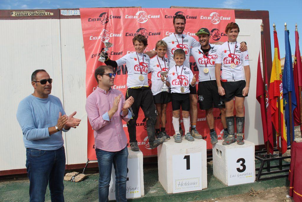 Los campeones murcianos de trial, en el podio © FCRM