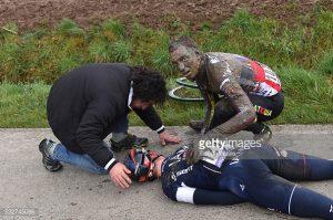 Selig atiende al caído Aregger en Flandes 2015 © De Waele