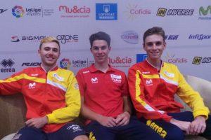 Los tres corredores de la selección española júnior © RFEC
