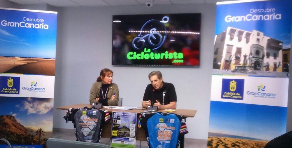 Presentación de La Cicloturista con Mª Inés Jimenez, consejera de Turismo del Cabildo de Gran Canaria, y el organizador Ángel Bara