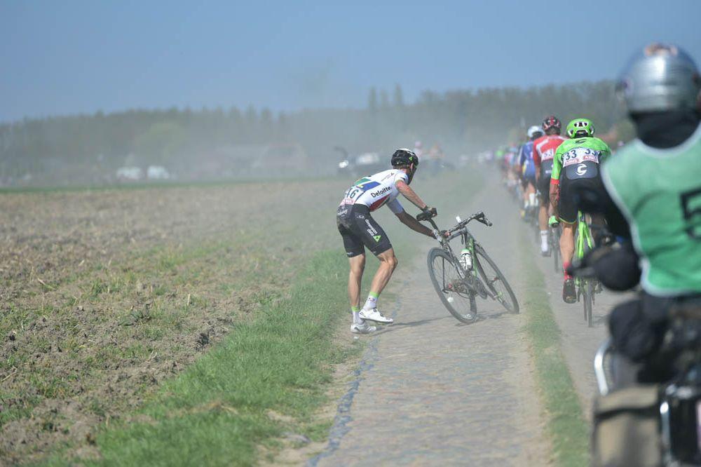 Van Rensburg_Roubaix_2017_caida