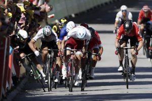 Cavendish_Sagan_Tour Francia_2017_04_caida