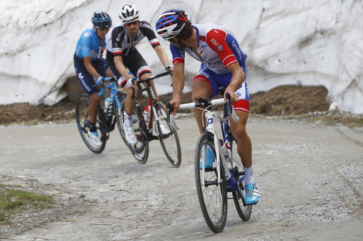 Carapaz_Pinot_Dumoulin_Giro Italia_2018_19